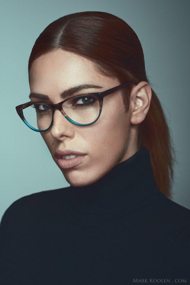 Fotoshoot voor Yf en Mart brillen met model voor marketing campagne en sfeerfotos door fotograaf Mark Koolen in Amsterdam